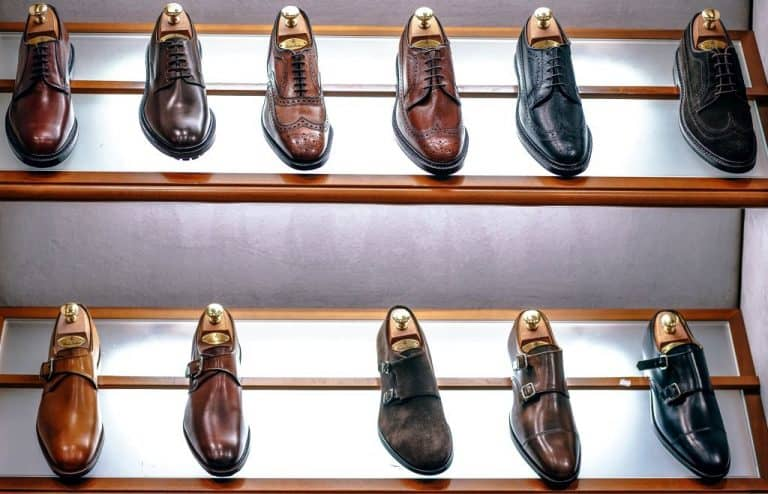 mens shoes display