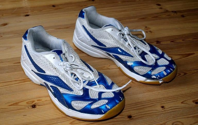 blue and white reebok sports shoes